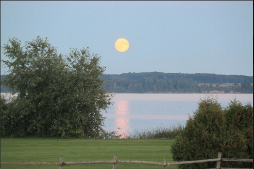 Lynda Crothers captures the full moon